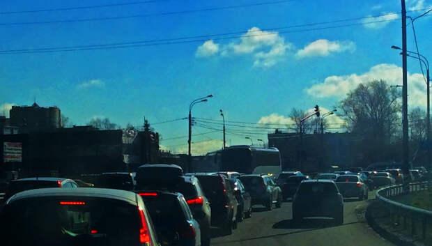 Пробка длиной около 3 км образовалась на трассе А‑107 в Подольске
