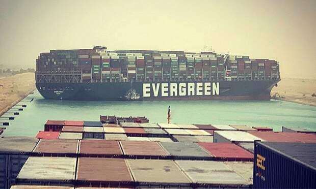 Могут ли вертолеты разгрузить контейнеровоз застрявший в Суэцком канале?