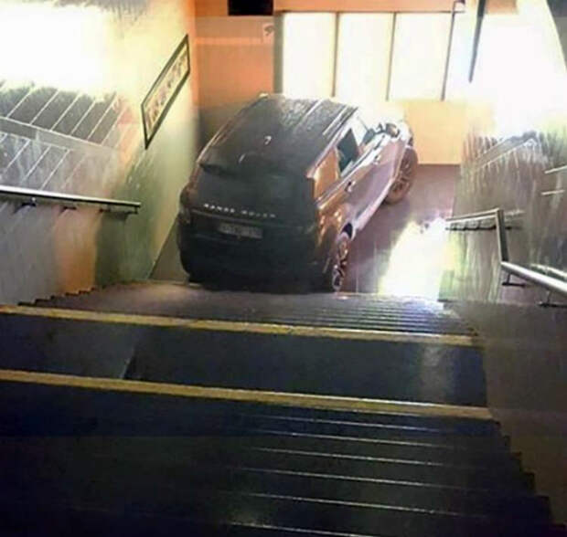 Когда лифт не работает! | Фото: Reddit.