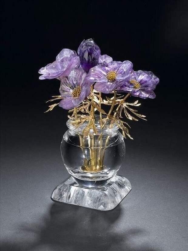 Цветы, вырезанные из минералов. Просто потрясающие работы!