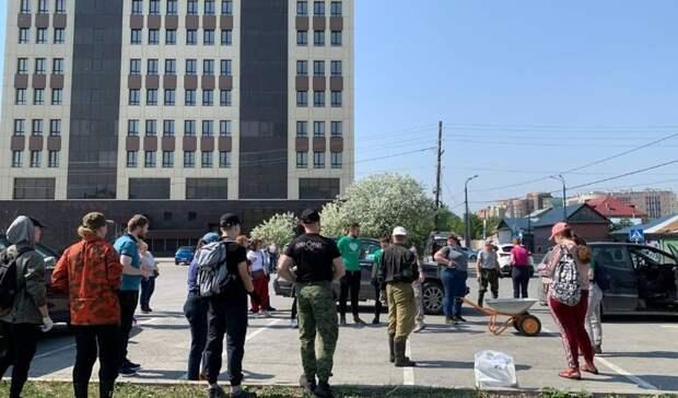 Около 40 человек вышли науборку лога реки Тюменки. Фоторепортаж
