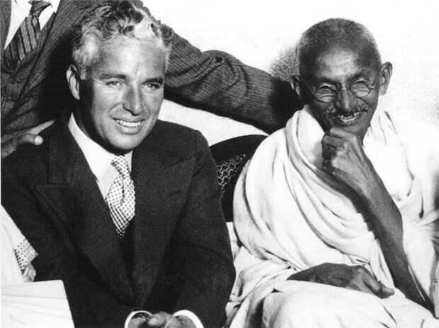 Чаплин и Махатма Ганди, Лондон. 23 сентября, 1931 год (Wikimedia / encyclopedia.quickseek.com)
