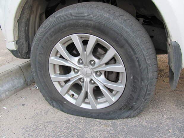 Почему спускает бескамерное колесо