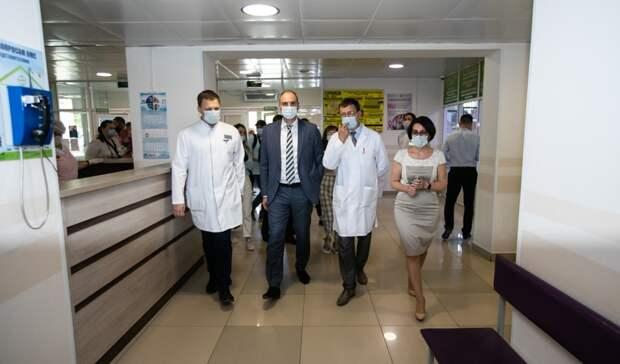 Денис Паслер проверил работу нового оборудования в оренбургском онкодиспансере