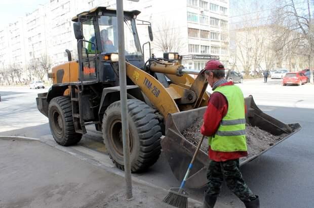 С тверских дорог за 7 дней вывезли 32 тонны мусора