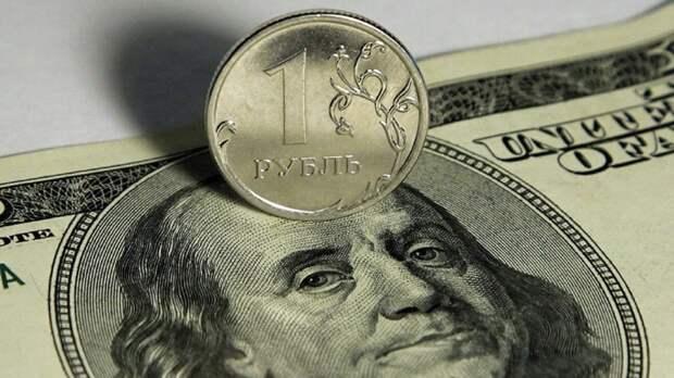 Эксперт пояснил, почему Россия не может полностью отказаться от доллара