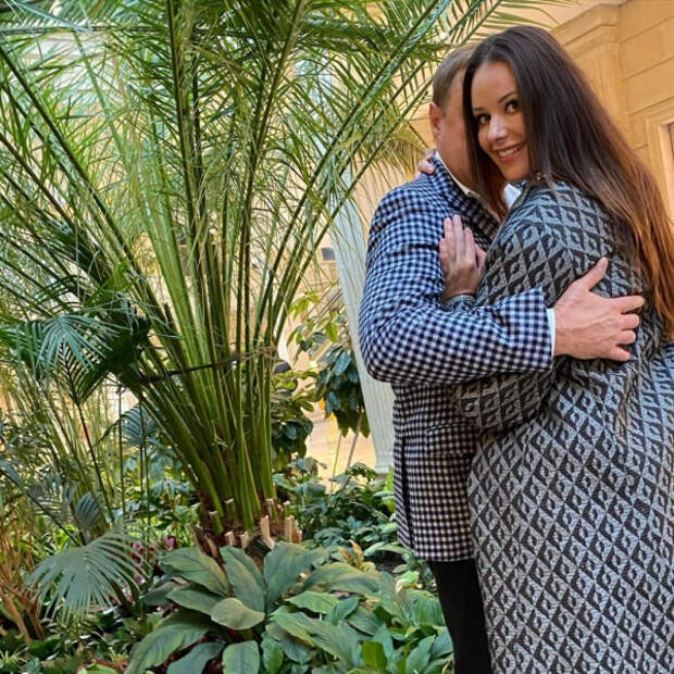 «Мисс Вселенная» Оксана Федорова показала фото с таинственным вторым мужем