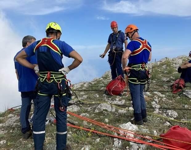 В Форосе с восьмиметровой высоты сорвался альпинист