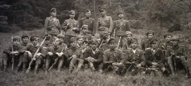 Немецкая разведка активно поддерживала националистов.  Фото: antimaidan.ru.