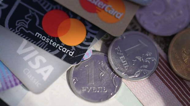 Монеты номиналом один рубль, банковские карты международных платежных систем VISA и MasterCard - РИА Новости, 1920, 22.09.2020