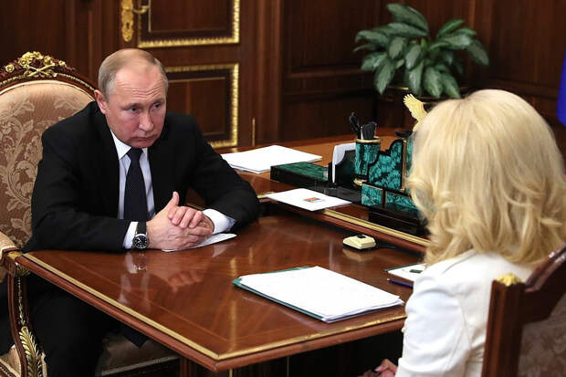 Путин удивился низким зарплатам врачей