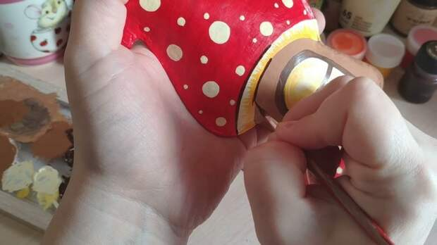 Полезную и красивую вещицу можно создать из обычных яичных лотков!