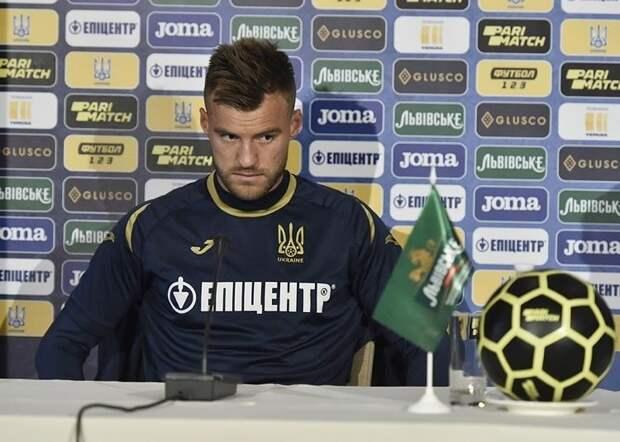 Ярмоленко на пресс-конференции ответил на отказ Роналду от Кока-колы. Видео