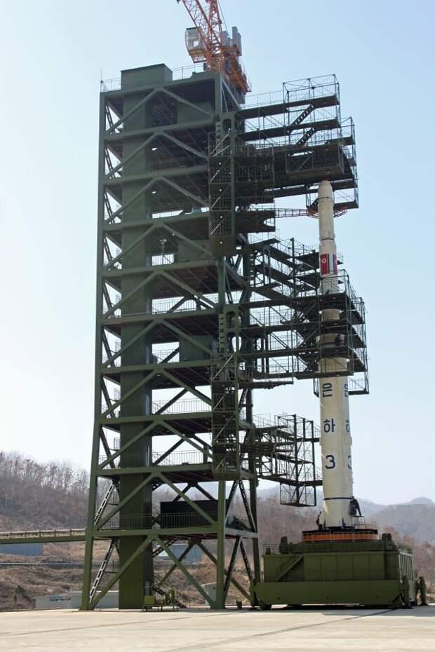 North Korean Unha-3 rocket at launch pad.jpg