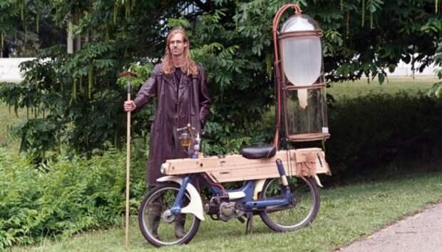 Газанем? Голландец добывает метан на болотах, чтобы заправлять им мотоцикл