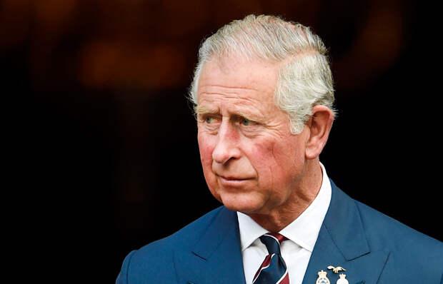 Принца Чарльза вынуждают отречься от престола из-за связей с криминалом и террористами