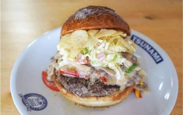 Японский ресторан предложил клиентам новое блюдо «Байден бургер»