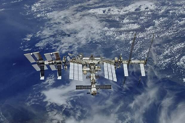 Двигатели модуля «Наука» включились после стыковки и развернули МКС
