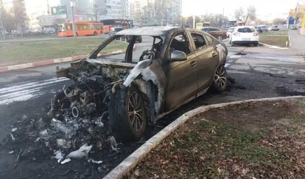 По факту возгорания автомобиля BMW в Оренбурге проводится проверка