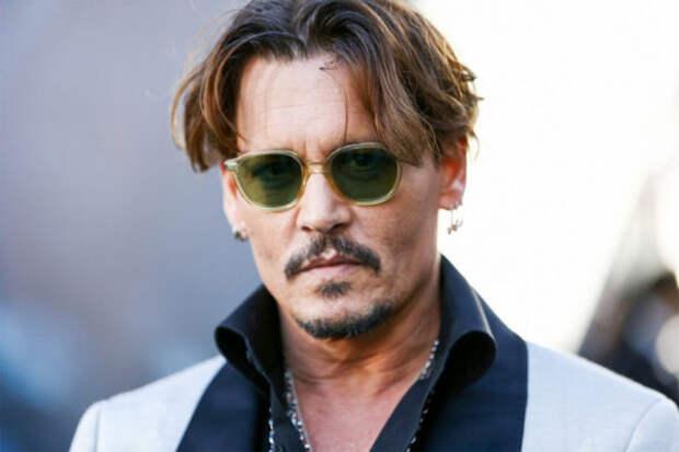 Джонни Депп пригласил российских фанатов в кино на...