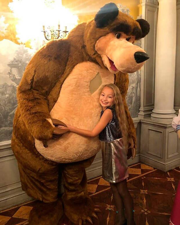 Кто стоит за Машей из мультфильма «Маша и Медведь» (ФОТО)