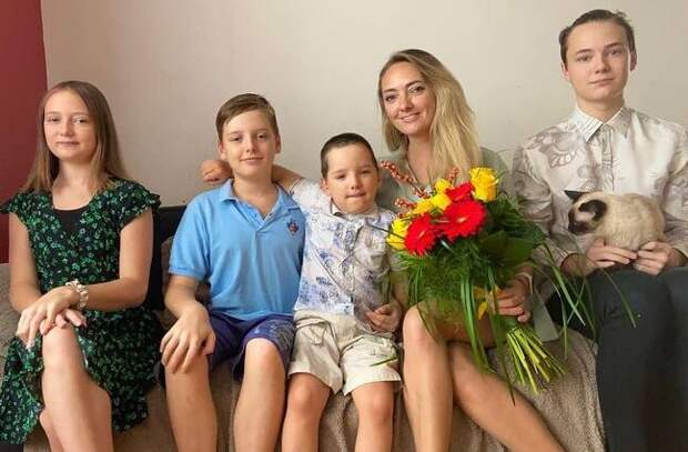 35 тысяч вместо 250000: суд присудил алименты Мальковой на троих детей от экс-мужа
