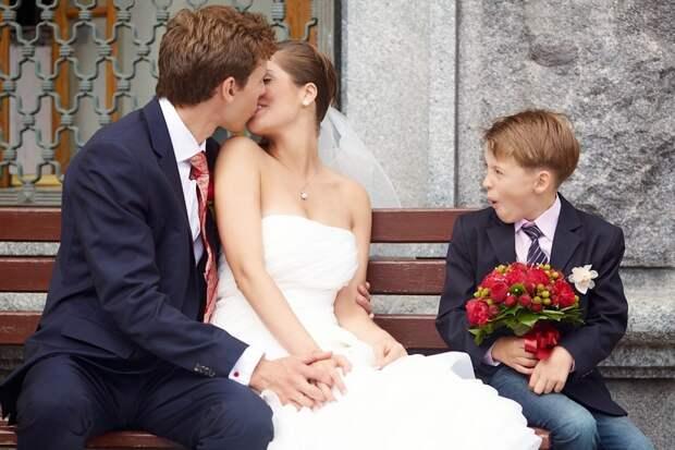 «Я люблю тебя, а значит, люблю и твоих детей». Три честные истории мужчин, которые стали отчимами