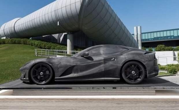 320 000 евро за... макет Ferrari 812 Superfast (настоящая машина стоит дешевле)