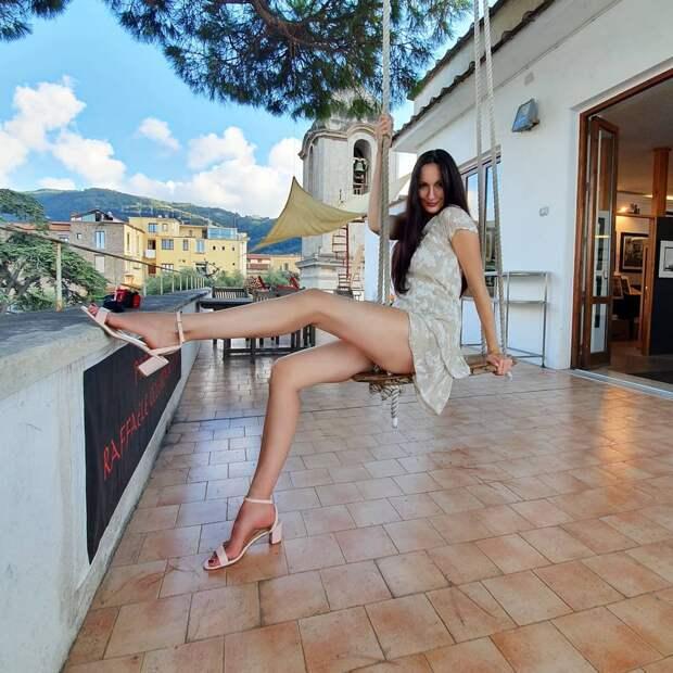 Длина ног этой прекрасной дамы составляет целых 1З2 сантиметра