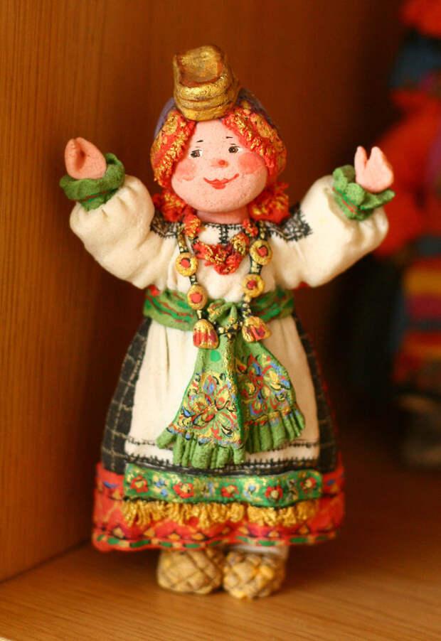Одухотворённый народец Валентины Петруниной