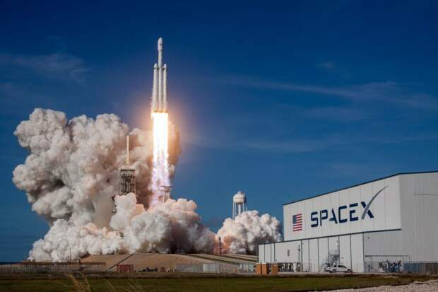 SpaceX запускает в космос муравьев, авокадо и искусственную руку