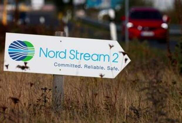 A road sign directs traffic towards the Nord Stream 2 gas line landfall facility entrance in Lubmin, Germany, September 10, 2020. REUTERS/Hannibal Hanschke - RC2UVI9UAAHN