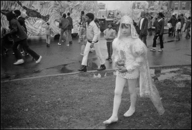 «Брось нам что-нибудь!»: Марди Гра вНовом Орлеане наснимках Брюса Гилдена