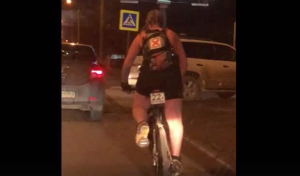 «Скоро потепление»: ростовчан рассмешил полуголый велосипедист