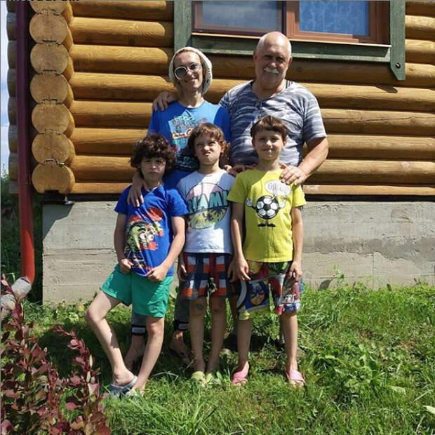 мария болтнева с дядей и сыновьями
