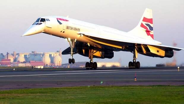 Сверхзвуковой пассажирский самолет «Конкорд» в ливрее английской авиакомпанииBritish Airways