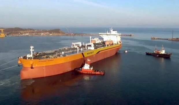 Первый российский танкер класса «Афрамакс» вышел врейс