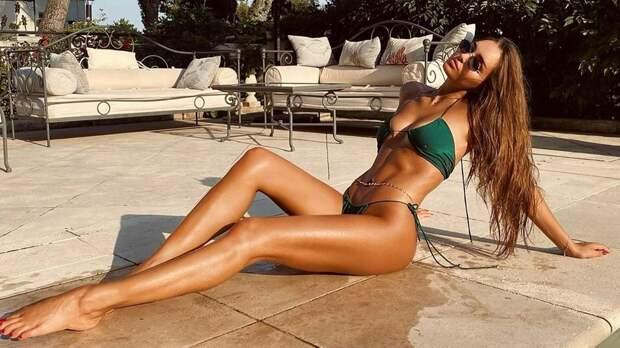 Футболист Смолов оценил фото гимнастки Севастьяновой в купальнике
