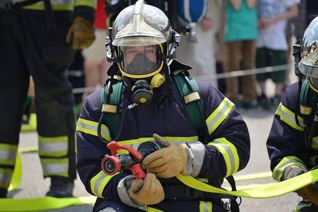 В пожаре на Берзарина пострадала хозяйка квартиры