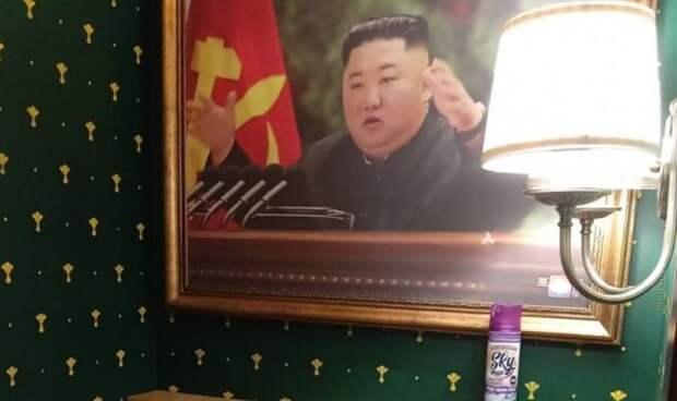 Коммунисты призвали запретить портреты лидера КНДР в крымских туалетах