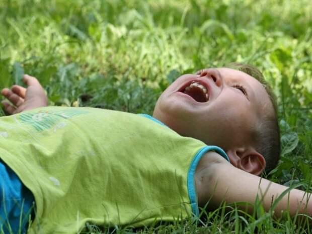 Органам опеки – молчать: Мать имеет право тащить ребенка за «шкирняк»
