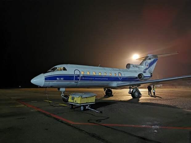 Самолет Як-40 в аэропорту Вологды. Ноябрь 2020