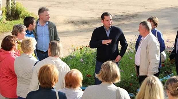Александр Цыбульский (в центре) сумел оседлать тему экологических протестов, однако испортил первое впечатление о себе попыткой объединения региона с НАО