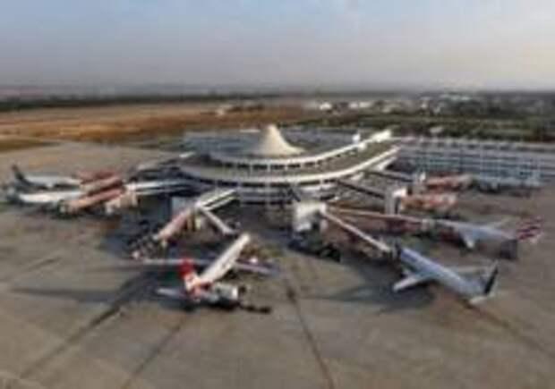 В аэропорту Стамбула столкнулись два пассажирских самолета