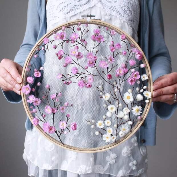 Невероятной красоты весенние цветочные вышивки! 😍 Оцените работы от 1 до 10 👇