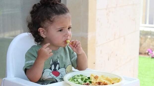 Американские ученые рассказали, как уговорить детей есть овощи и фрукты