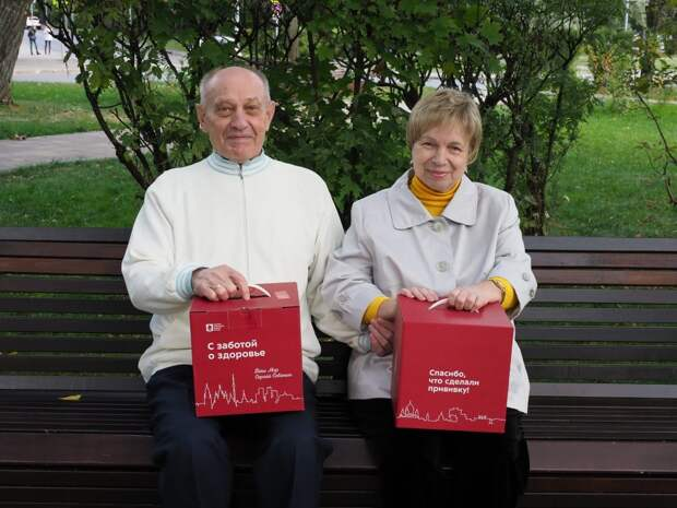 Супруги из Северного Тушина получили подарки за повторную вакцинацию