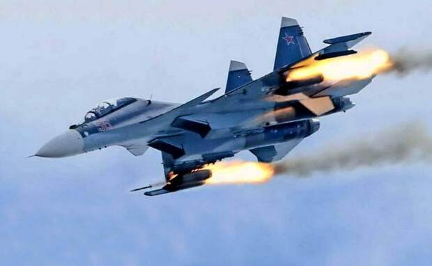 Истребитель ВКС России Су-30СМ попал на видео с уничтожением позиций джихадистов