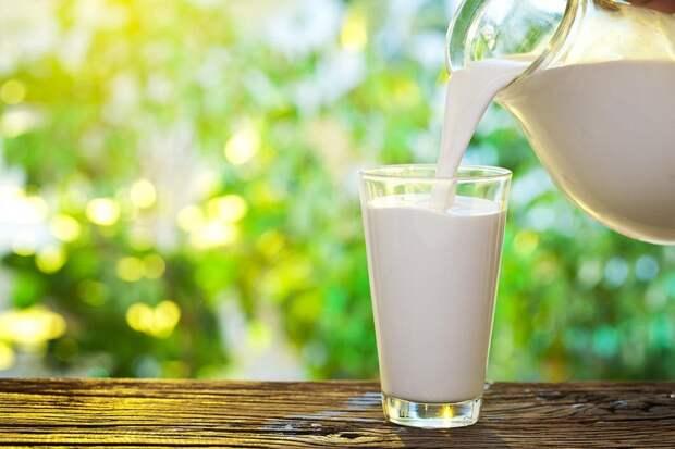 Пластический хирург заявила, что употребление молока способно привести к старению лица