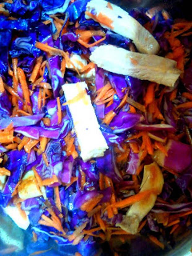 Салат из капусты, моркови и курицы. Он же- завтрак за 25 минут:)